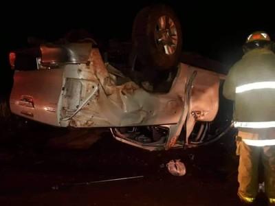 Camioneta vuelca y deja tres heridos en San Pedro del Paraná