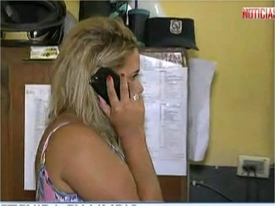 Conductora ebria agrede a policía tras ser detenida y esposada