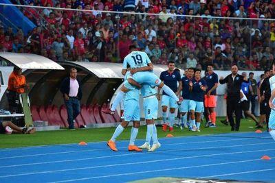 Bolívar y Defensor Sporting arrancan en la altura