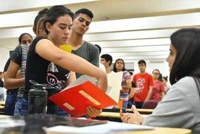 Prosigue recepción documental de los postulantes a las Becas Itaipú 2019