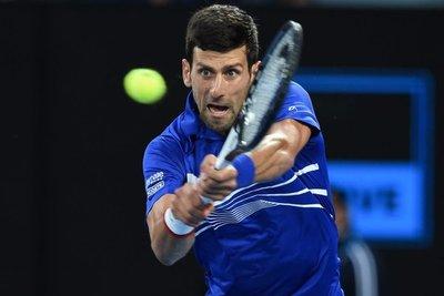 "Djokovic pasa a ""semis"" de Australia y Serena eliminada"