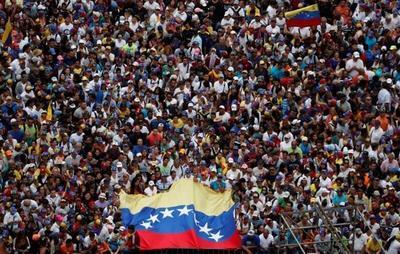 Líder del Congreso opositor se autoproclama presidente interino de Venezuela, EEUU lo reconoce
