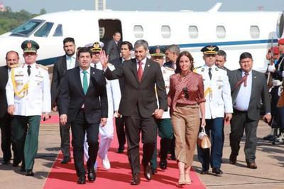 Jefe de Estado retornó al país tras participar de Foro Económico Mundial en Suiza