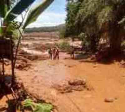 Cede dique de mina en Brasil y el lodo hace desaparecer 200 personas