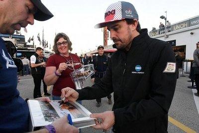 Alonso va por la victoria en Daytona