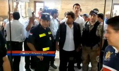 Concejales que apoyaron la trama de Zacarías tuvieron que huir como ratas