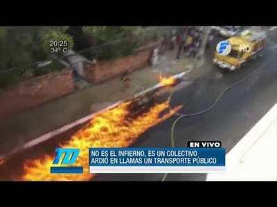 Bus del transporte público ardió en llamas
