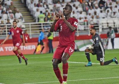 Emiratos reclama a Catar por dos jugadores