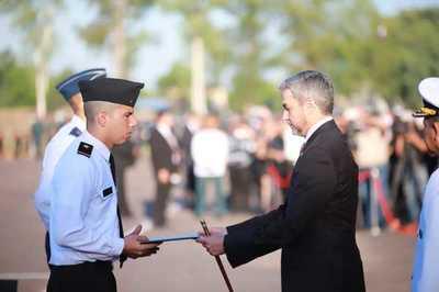 Jefe de Estado presente en acto de juramento y egreso del CIMEFOR
