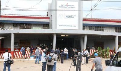 """""""El hombre que dio la tarjeta de visitante es funcionario de Tacumbú"""""""