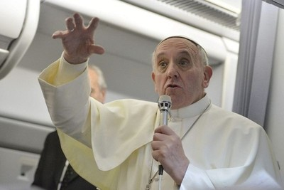 Francisco viaja a Emiratos en primera visita papal