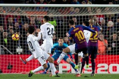 El Valencia frena la racha del líder