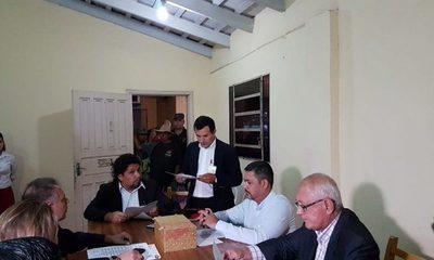 """Ediles opositores no fueron avisados de sesión clandestina, y no es válida la elección de """"kelembú"""""""