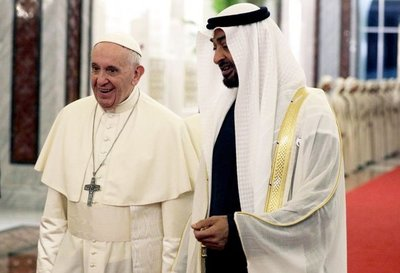 Papa llega a la cuna del islam para un diálogo interreligioso