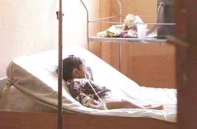 Niñas desnutridas mejoran, pero seguirán internadas esta semana