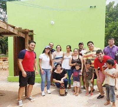 ¡GRAN ACTO DE AMOR! Vecinos construyeron para su casita a cuatro bebés