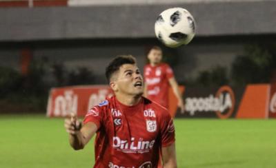 HOY / Seguirá jugando en el competitivo fútbol brasileño