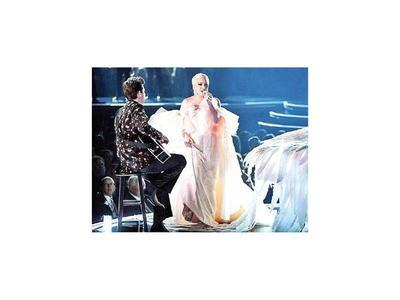Artistas se aprestan para los  Grammy