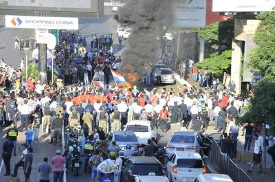 Multitudinaria movilización ciudadana en contra del clan Zacarías y de Kelembu