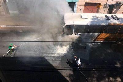 Otro bus ardió en el centro