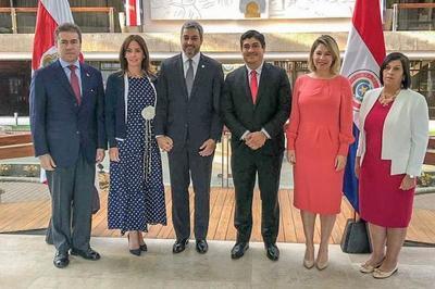 Mandatario dialogó con su par de Costa Rica sobre un mayor acercamiento comercial entre nuestros países
