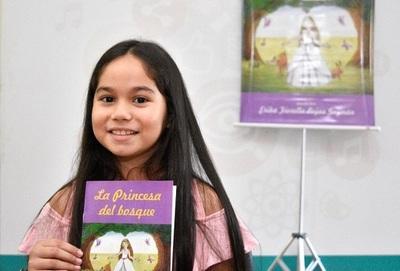 Niña escribe su primer libro y registra en la Dinapi