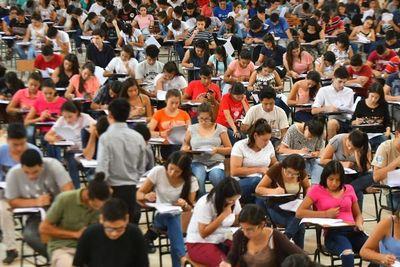 Exámenes para acceder a becas de ITAIPU, reunió a más de 5 mil jóvenes