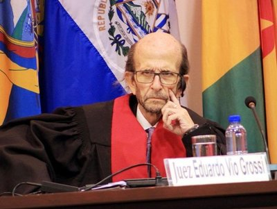 Juan Arrom eleva a US$ 50 millones su pretensión y un juez le cuestiona