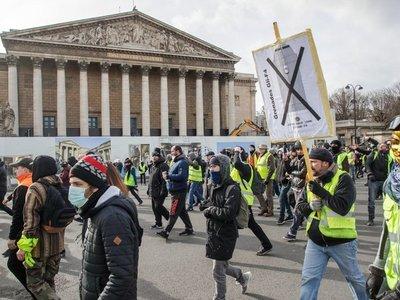 Chalecos amarillos vuelven a la calle en décimotercer día de protesta