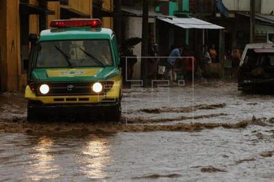 500 familias aisladas por inundaciones en el norte de Argentina