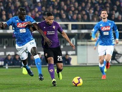 El Fiorentina frena al Napoli y quita presión a Juventus