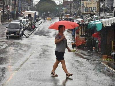 Domingo caluroso pero con lluvias