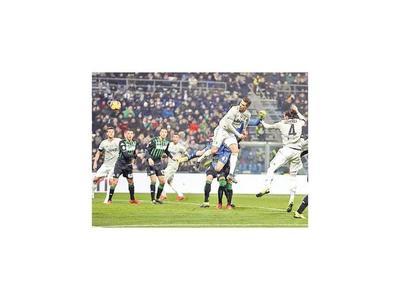 Juventus sigue en lo alto de Italia