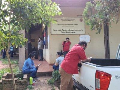 Ex funcionarios toman sede del CDA de Curuguaty