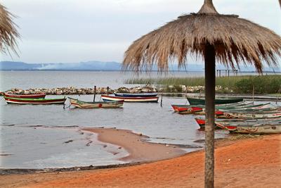 Recomiendan evitar contacto con aguas del Lago Ypacaraí