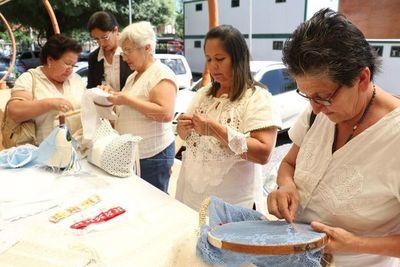 "Inició taller ""Cimentando Sueños"" para artesanas paraguayas"