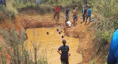 Dos menores caen al agua y uno de ellos se ahogó