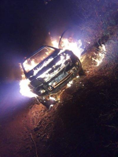 Hallan quemada camioneta utilizada en triple homicidio