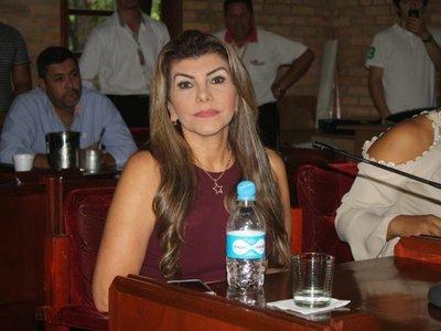 Eligen a Perla Rodríguez como intendenta interina de Ciudad del Este