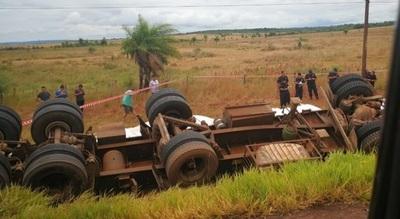 Camionero perece tras vuelco de su rodado