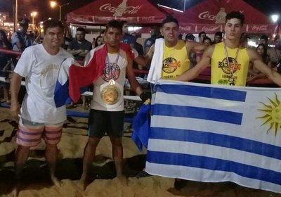 Paraguayos se lucieron el boxeo de playa
