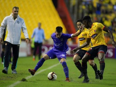 Barcelona vuelve a ganar, pero Defensor se clasifica en los escritorios