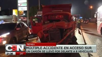 Varios heridos en choque múltiple causado por camión