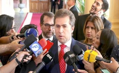 HOY / Paraguay reconoce como un  embajador venezolano 'de hecho'   a hombre designado por Guaidó