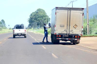 Supercarretera de Itaipú, ruta del contrabando en complicidad de funcionarios del DETAVE