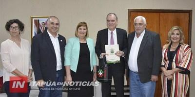 GRATA VISITA DEL EMBAJADOR DE ALEMANIA AL GOBERNADOR SCHMALKO