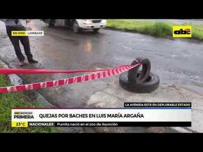Quejas por baches en Luis María Argaña