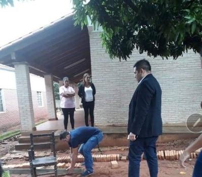 HOY / Una escuela contra niños con discapacidad: a la fuerza sacan  vallado que les impedia el paso