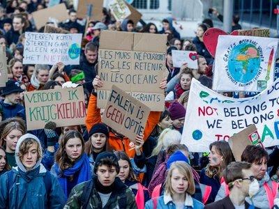Escolares hacen un parón en protesta por cambio climático
