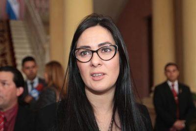 Ministra de la Senabico justifica costo de alquiler de la estancia de 'Cucho'